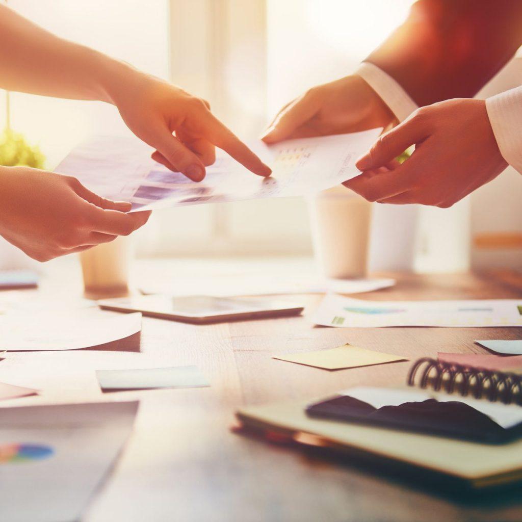 ما تقدمه شركة Roots Management Consultants لكتيبات وأدلة الموارد البشرية